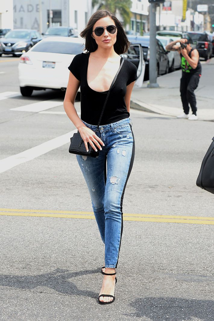 olivia culpo in black panel jeans
