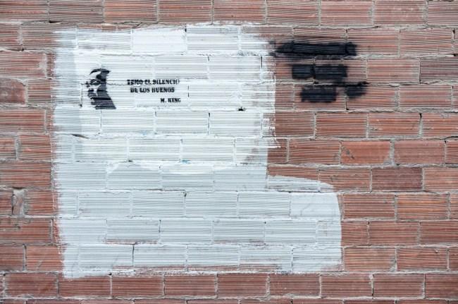 El silencio  de los muros (17)