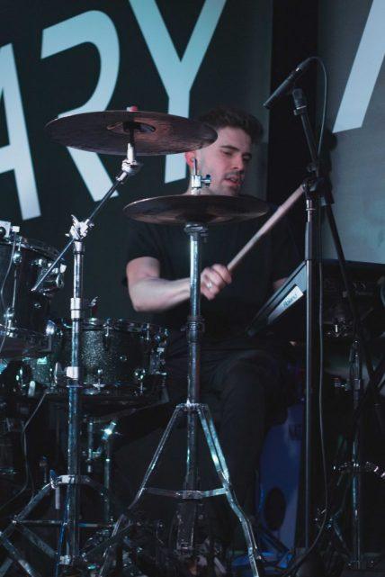baterista ari