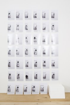 Daniela Ardiri, Una qualunque (41 atti mancati), 2015, 41 fotografie cm 15x10 + 41 lettere scritte a mano, cm 110x80