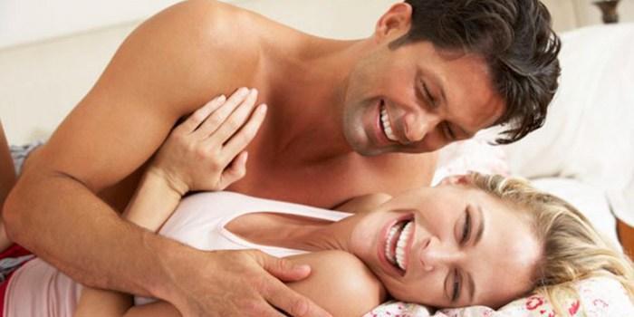 Casais que soltam pum um na frente do outro tem relacionamento mais bem-sucedido, diz pesquisa
