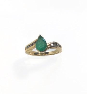 ring emerald diamond yellow gold