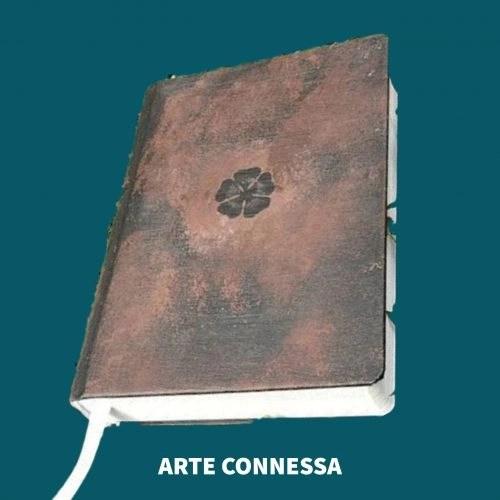 Immagine - libro con cinque foglie