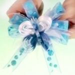 hacer un moñio en broche color azul