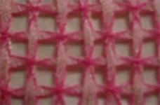 bordando una servilleta