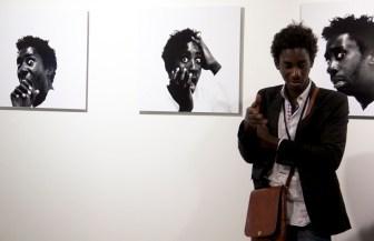 l'artiste Moussa Sarr présent sur le stand galerie Martine et Thibault de la Châtre, Paris