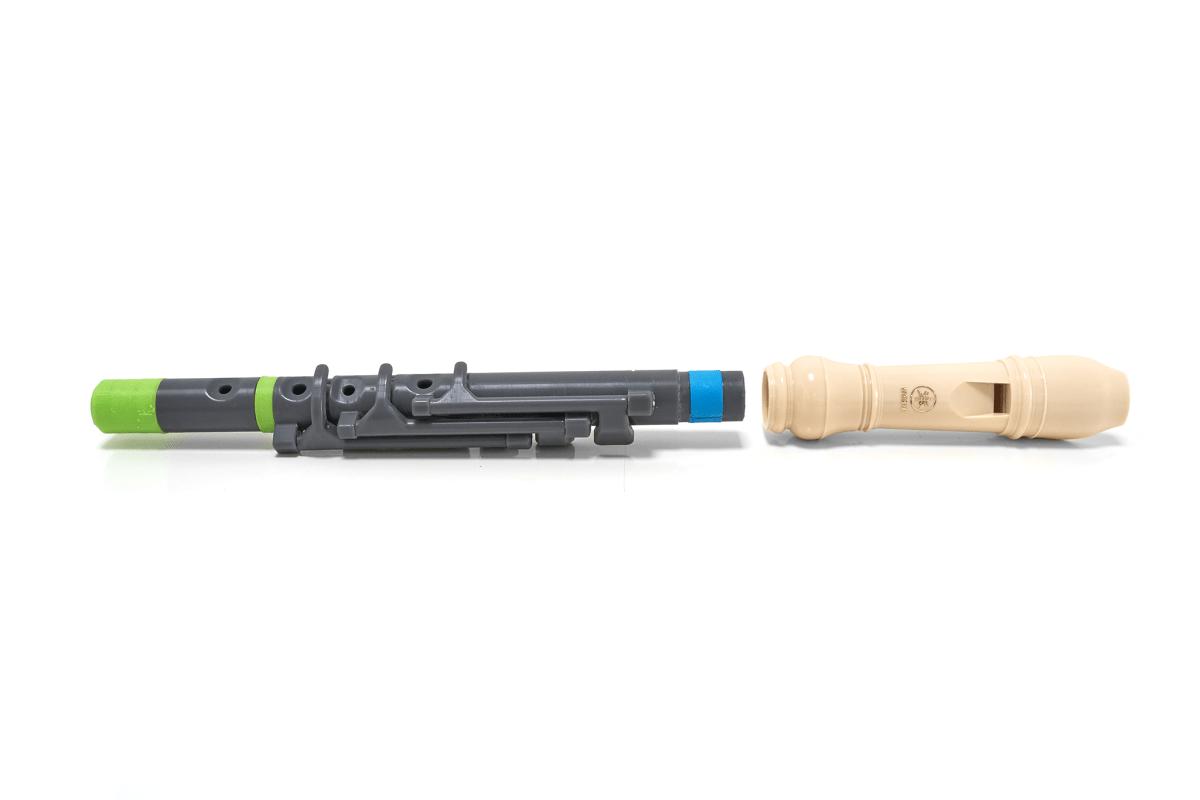 Flauta flow con boquilla desmontada y en color verde y azul