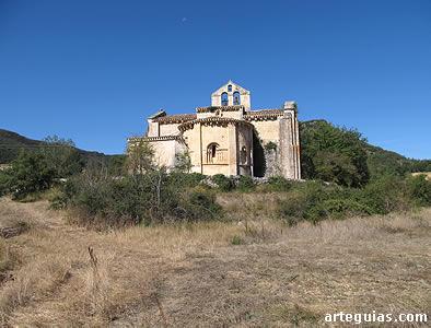 Iglesia de Butrera desde el este, algo separada del minúsculo caserío