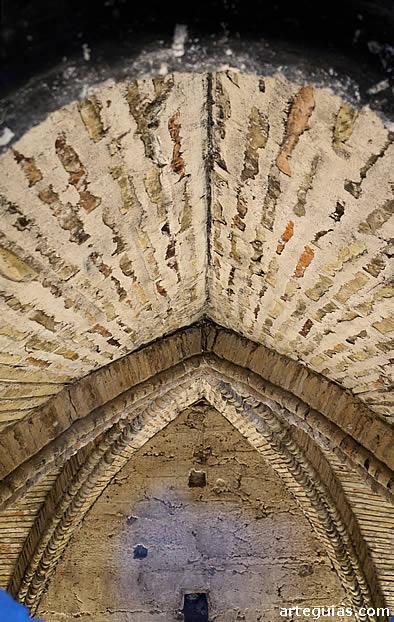 Bóveda de ladrillo de una de las estancias interiores de la torre