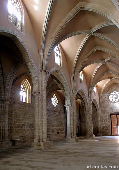 Naves de la iglesia de este gran monasterio cisterciense
