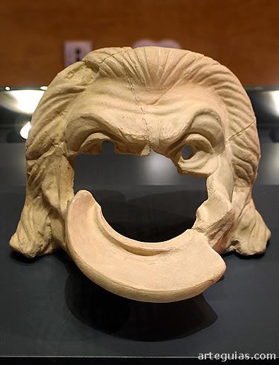 Máscara teatral del museo