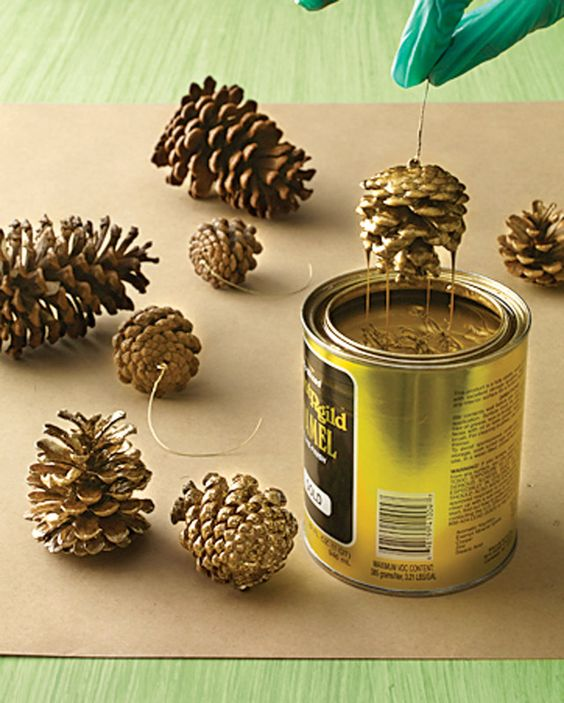 pinhas-com-pintura-dourada