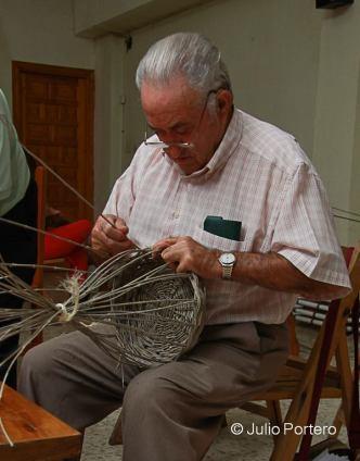 Cestería tradicional en vareta de olivo