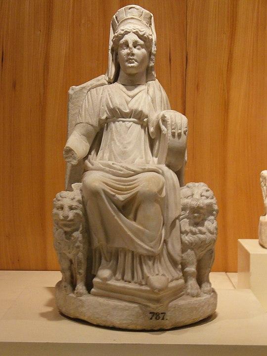 Representação da Grande Deusa Cybele de Nicea em Reinado de Bitínia, região da Anatólio do Norte, 297 a 74 a. C. Hoje em Museu Arqueológico de Instanbul