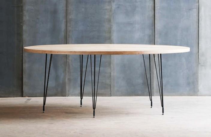 superbe table ronde contemporaine realisee sur mesure en bois et metal