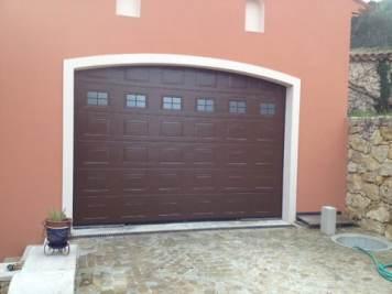 Photo porte de garage sectionnelle rustique