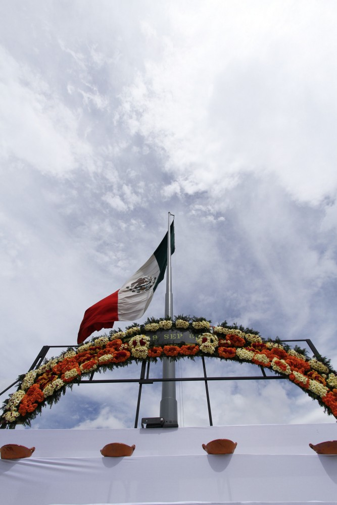 Mega ofrenda en el Zócalo 2015