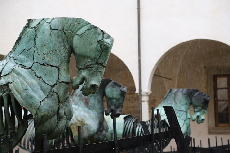 Gustavo Aceves, Lapidarium, 2009 – 2015, bronze, 3 x 3 m each, Courtesy the artist, Photo by Gabriela Malvido