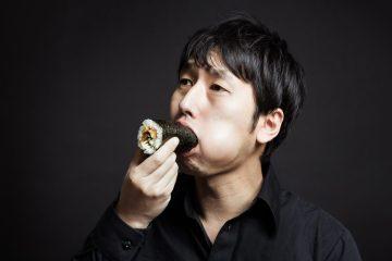 Memakan Ehomaki Roll Secara Utuh Tradisi Unik Tahun Baru Jepang
