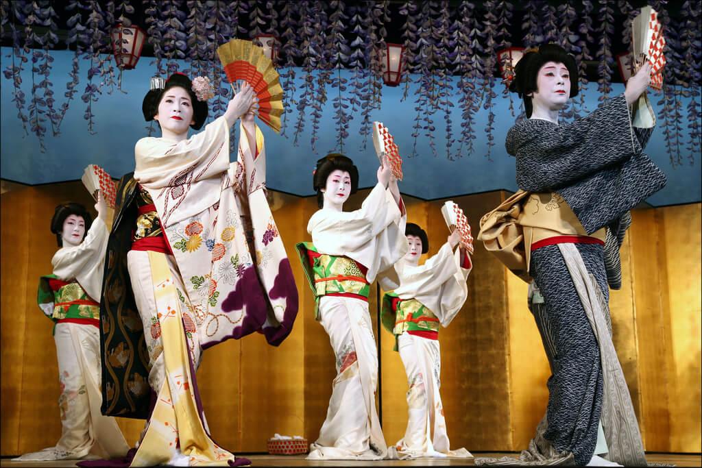 Tarian Musim Semi Dari Para Geisha Dalam Kamogawa Odori