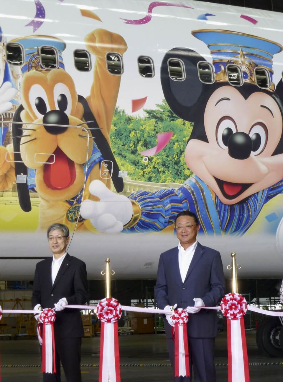 Maskapai Penerbangan JAL Operasikan Pesawat Dengan Desain Karakter Disney