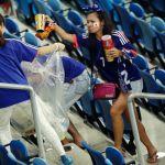 Suporter Jepang Bersihkan Stadium Usai Pertandingan Selesai