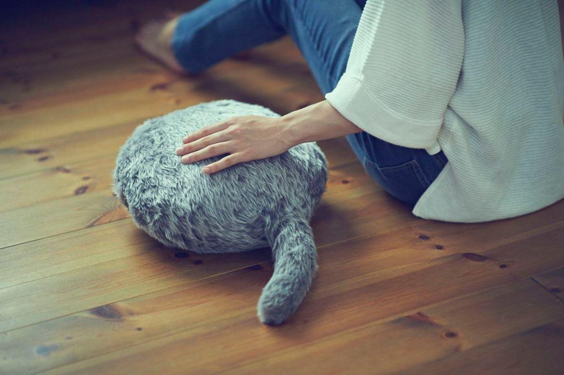 Bantal Robot Kucing Qoobo Akan Temani Anda Tidur