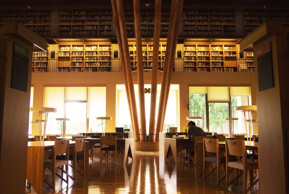 Menghabiskan Waktu Di Perpustakaan Colosseum Nakajima Sambil Membaca Dan Belajar 8
