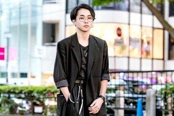 Tsukasa Aktor Jepang Tampil Dengan Fashion Jepang Street Style Serba Hitam featured