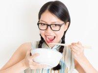 Sempurnakah Anda Dalam Menggunakan Sumpit?? Lihat 10 Etika Penting Ini!