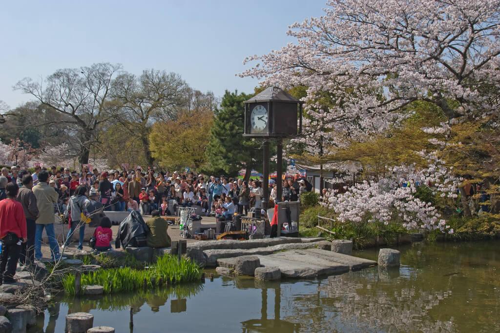 Terlalu Ramai, Sejumlah Wisatawan Dan Penduduk Setempat Keluhkan Kondisi Kyoto !