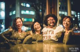 Menikmati Minuman Dingin Di Dalam Kolam Lumpur? Dapat Dirasakan Di Cafe Gata-Bar Tokyo !