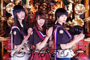 Konser Di Sebuah Gedung Besar Atau Ruangan Terbuka ? Itu Sudah Biasa, Ini Dia Grub Idol Jepang Yang Lakukan Konser Di Kuil !