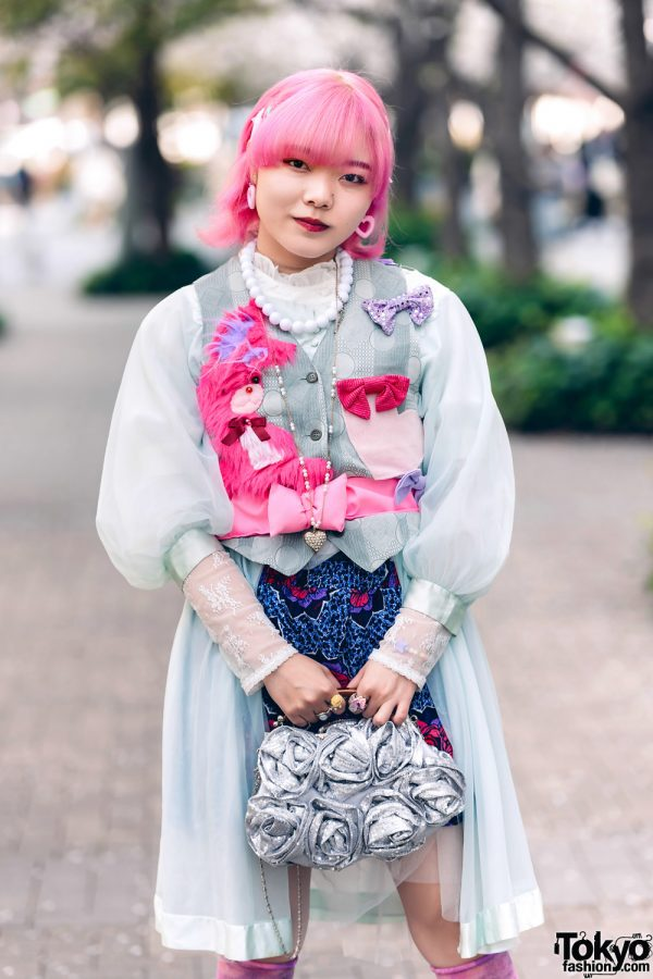 Momoka Tampil Dengan Pink & Blue Street Style Harajuku Fashion Di Shinjuku Tokyo 2