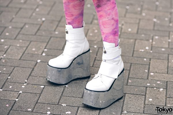 Momoka Tampil Dengan Pink & Blue Street Style Harajuku Fashion Di Shinjuku Tokyo 3