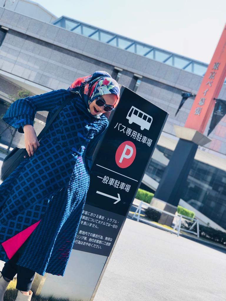 Titin Faradju Padukan Sulam Usus Lampung Dengan Harajuku Style Di Shibuya Jepang (7)