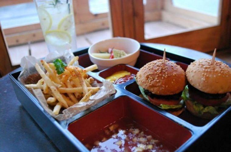 5 Hidangan Burger Unik Di Jepang Yang Wajib Dicoba !