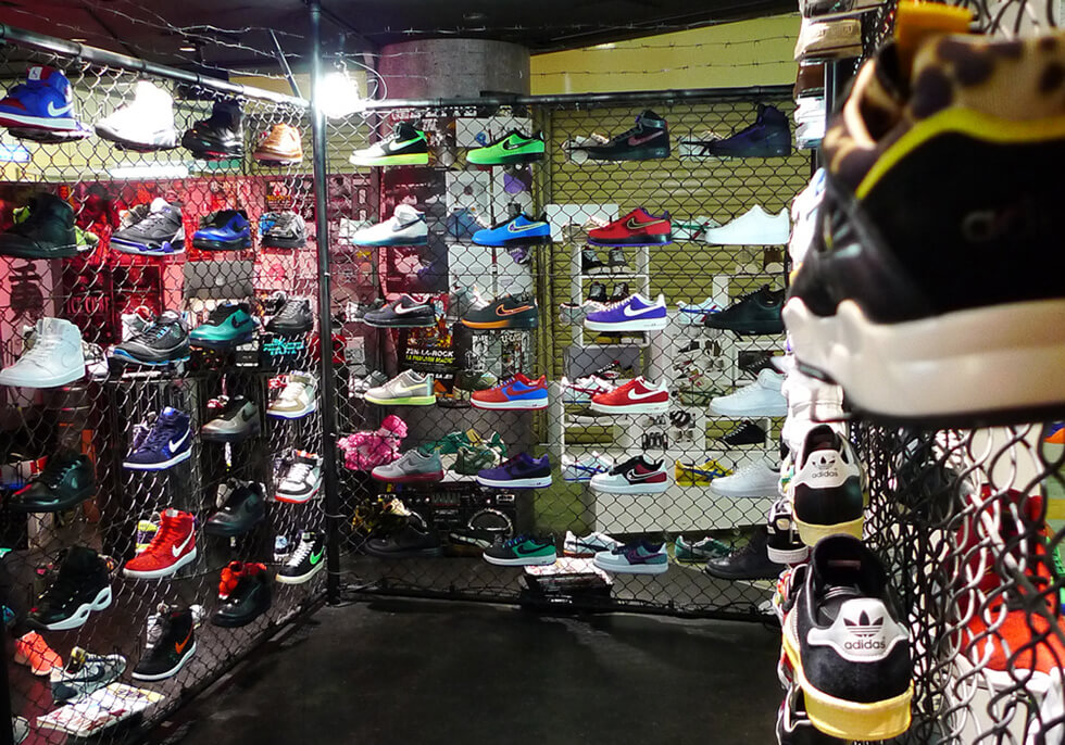 10 Toko Sepatu Sneaker Terbaik Di Kota Tokyo !