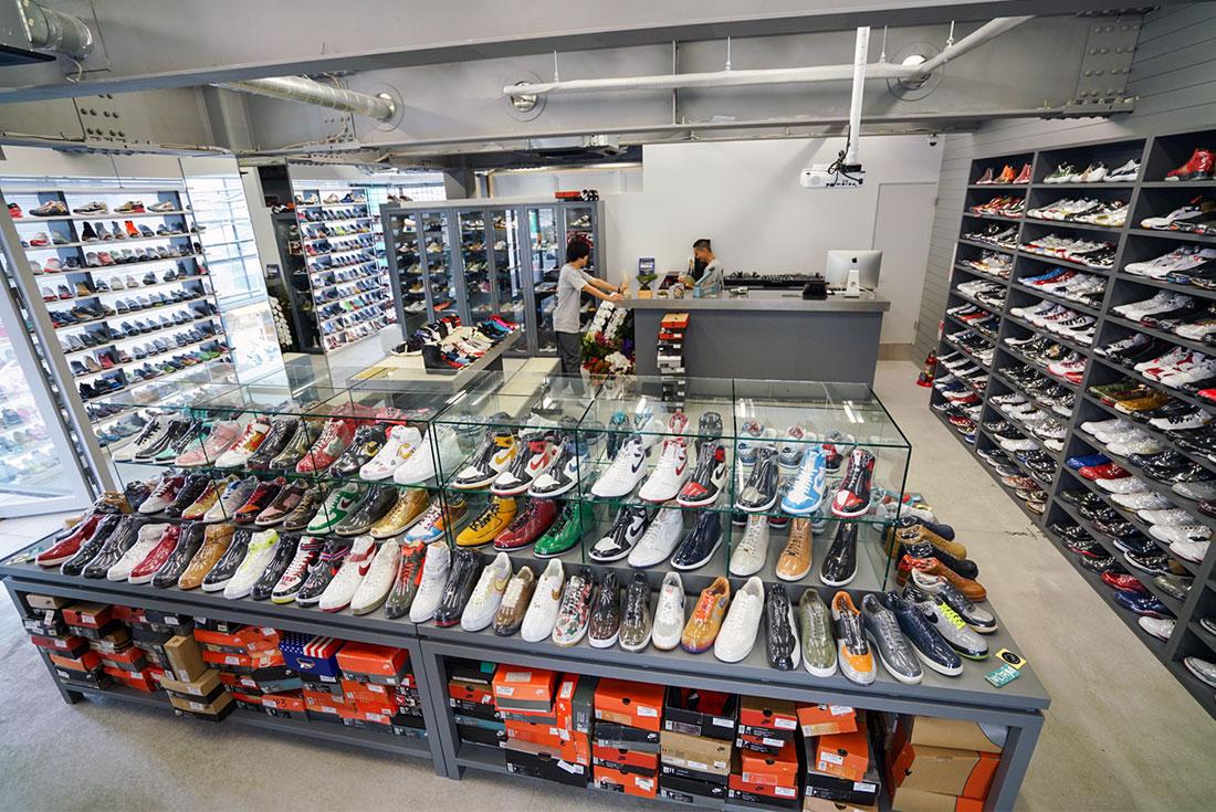 10 Toko Sepatu Sneaker Terbaik Di Kota