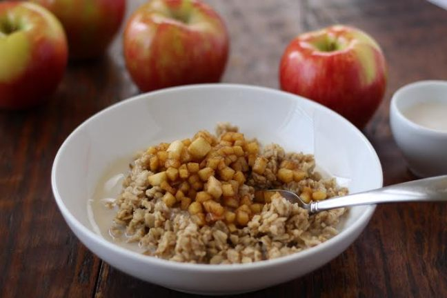 Cinnamon Apple Old Fashioned Oatmeal | www.artfuldishes.com
