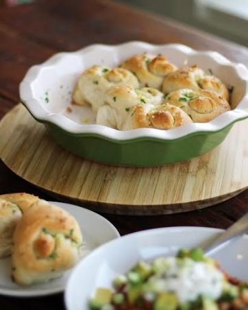 garlic biscuit knots with chili