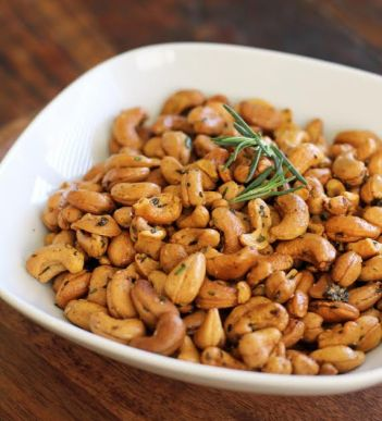 Smokey Rosemary Cashews | www.artfuldishes.com