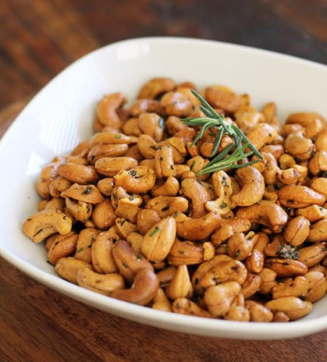 Smoky Rosemary Cashews Three Ingredient Appetizer | www.artfuldishes.com
