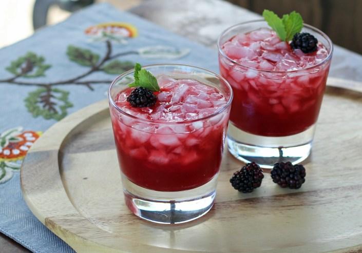 Blackberry Smash Bourbon Cocktail - Homemade Blackberry Brandy | www.artfuldishes.com