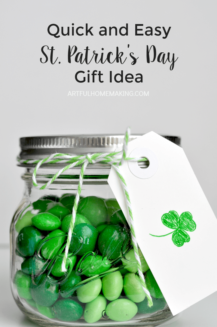 This is such a simple St. Patrick's Day gift or party favor idea!