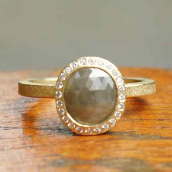 R481 18k Yellow Gold Oval