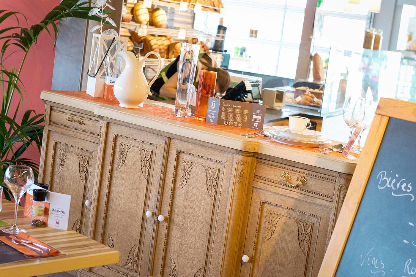 reportage photo au restaurant inspiration locale : meuble ravik