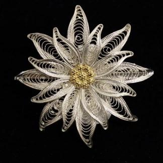Spilla in filigrana d'argento raffigurante un fiore di stella alpina cm 4