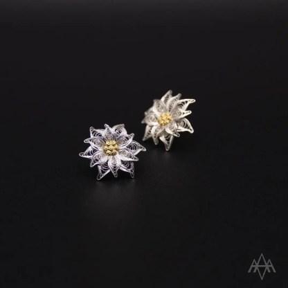 orecchini a lobo con perno e farfallina in filigrana d'argento raffigurante un fiore di stella alpina cm 3.2