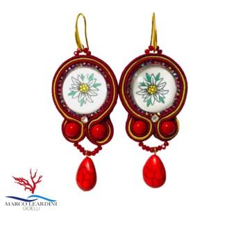Orecchini rossi con goccia rossa in turchese tecnica soutache